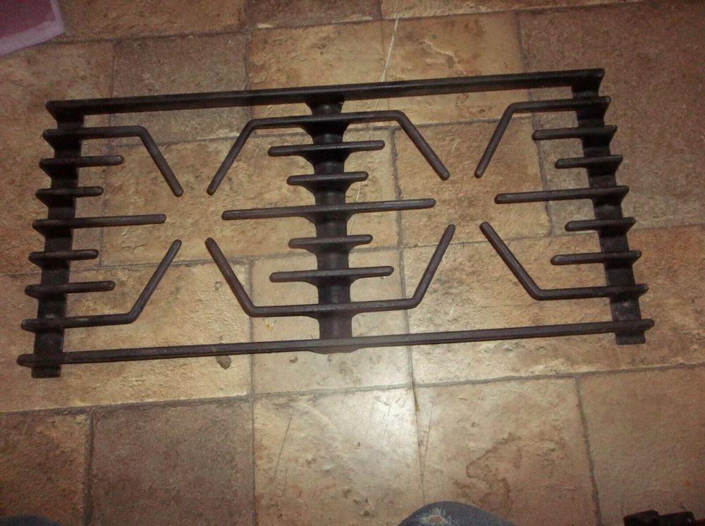 Thermador PRSE486GLS Range Burner Grate 00143237, 15-10-117, 142536, 143237 Used